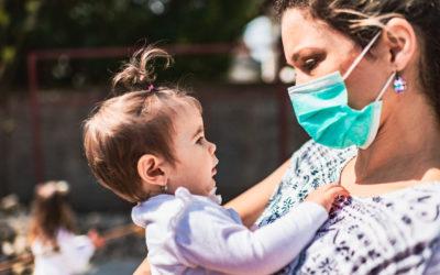 Masques transparents en crèche : une pétition lancée, le gouvernement reste muet | PARENTS.fr