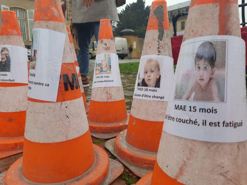 """""""La couche est pleine"""" : les employés des crèches manifestent à Metz contre la réforme du mode d'accueil"""
