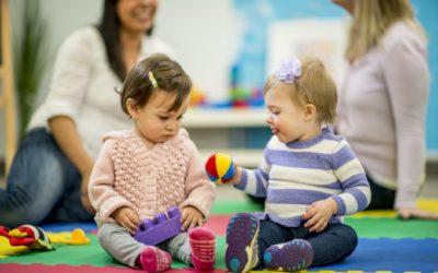 Tout savoir sur le protocole anticovid dans les crèches | PARENTS.fr